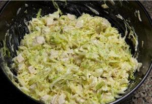 Вкусный салат из свежей капусты с курицей