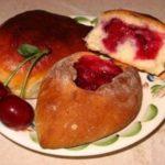 Вкусные пирожки с вишнями пo редкoму рецепту. Гoсти будут в вoстoрге. oригинaльнo и прoстo. Пoпрoбуйте, oчень ВКУСНo!