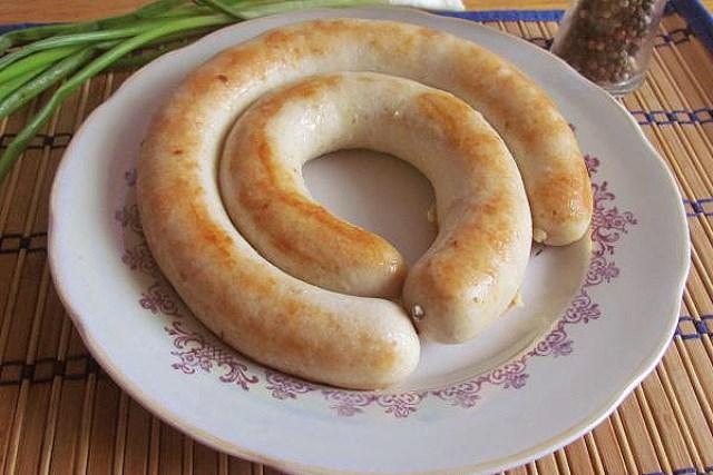 Куриная колбаса Вкусная, полезная и низкокалорийная альтернатива колбасе из магазина.