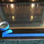 Простой способ очистить стекло духовки: без труда помогает удалить даже присохший жир.