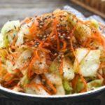 Быстрая капуста по-корейски: маринованная закуска получается такой вкусной, что обязательно придется вам по вкусу.