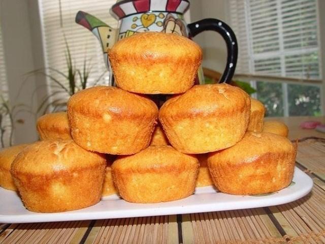 Творожные кексы - частый гость на нашей кухне. Этот рецепт выпросила у свекрови. Уверяю - это ооччень вкусно!
